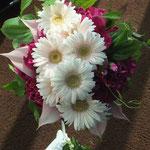 ラウンドブーケ ガーベラ 紫 ウェディング ウェディング ブーケ ブライダル 花ひろ 福井 結婚式