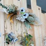 花や小物を吊るせるハンガータイプ