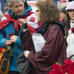 Dito hat auch Valérie Bolliger unentwegt in Wind und Dauerregen viele Rosen verkauft!   Foto R. Flury
