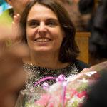 Elisabeth Ackermann, neu gewählte Regierungsrätin,  freut sich über den Blumenstrauss.