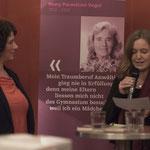 ... hört Raffaela Hanauer zu bei ihren sprachlichen Vorschlägen.