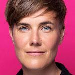 Fleur Weibel: Mit pinkem Hintergrund für grüne Politik. Für ein vielfältiges, diskriminierungsfreies Basel.