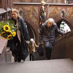 Die ersten Gäste kommen, Bettina Eichin und Luciana Thordai.