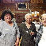 Von links: Annemarie Pfister Buchhändlerin, Bettina Eichin Bildhauerin und Regina Wecker Historikerin