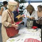 Viele interessieren sich für Bücher und Infos...