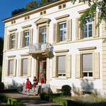 Nun geht es zur Besichtigung der stilvollen Villa Gauss.