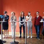 von links: Miriam Locher, Sarah Wyss, Eva von Sury, Lea Steinle, Elena Flach, Tonja Zürcher und Moderation