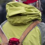 ... auch bequem am Rucksack befestigt...    Foto R. Flury