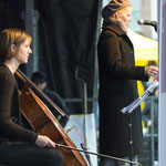 Ursina Greuel und Ellen Fallowfield blicken in die Runde.  Foto R. Flury