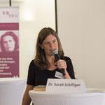 Dr. des. Sarah Schilliger beginnt ihren Vortrag mit harten Fakten zur Situation in der Pflege.