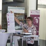 Marianne Herrera erläutert das Jubiläumsprogramm von frbb.