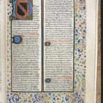 Ms 167 f°29 Etymologies d'Isidore de Séville - Armes de Clairvaux peintes dans la lettrine ornée (15e siècle) © Médiathèque du Grand Troyes