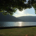 Blick von der unteren Liegewiese auf den See