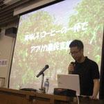講演前、副代表が講師の津田さんについて話しています。