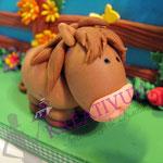 Bauernhof Torte aus Fondant - Pferd