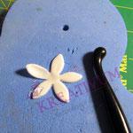 KLeine einfache Blülten aus Fondant