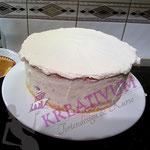 Himbeer Mascarpone Torte einstreichen