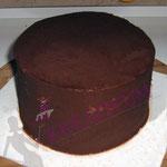 Torten richtig stapeln - Torte mit Ganache einstreichen und kühl stellen