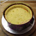Runde Torte Fondant tauglich vorbereiten - mittlere Kuchenscheibe rein legen