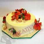 Hibiskustorte - mit orangenen Blüten, Bambus und Glückskeksen