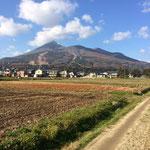 大刈田の向こうは磐梯山