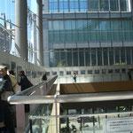 丸ビル内3階回廊が展示場所