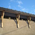 屋根はチタン合金で、100年は持つそうです。