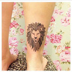 Tatouage lion mollet