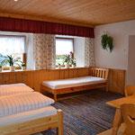3. Bett im Doppelzimmer Ferienwohnung - Urlaub Haiming