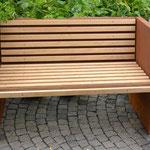 Gartenbank aus Eisen mit Holzrost