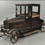 Circa-1924 coupé Packard pedale auto, vimini trim, porte funzionali, fantasia ornamento radiatore con aquila, stimata a $ 25.000 - $ 35.000.