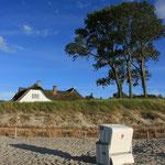 eines der beliebtesten und meist fotografiertesten Motive: das Strandhaus in Ahrenshoop