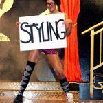 Kesses Showgirl: Gardemädchen Tamy Ungurjanovic hatte die Lacher des Publikums mit ihren Tanzeinlagen auf ihrer Seite.