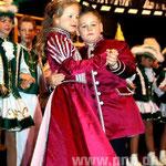 Beim Walzer zeigten Kinderprinzessin Gillian I. und ihr Prinz Maximilian I. , was sie gelernt haben.