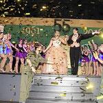 Goldkonfetti zum 55-Jahr-Jubiläum: Trotz einiger Längen in der Veranstaltung, auch verursacht durch zu lange Tanzpausen für das Publikum, gelang ein fulminanter Schluss