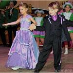 Machten beim Walzer eine gute Figur: das Kinderprinzenpaar Anja I. und Elias I. Kindgerecht arrangiert hatten den Tanz Kerstin und Rupert Kreuzhuber. Ebenso versiert waren die beiden bei der Inthronisationsrede.