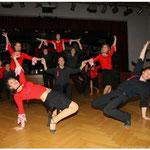 Viel Beifall erntete die Gruppe des Tanzsportclubs Pocking für ihre atemberaubende und akrobatische Einlage.