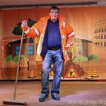 Als Straßenkehrer war Thomas Ramsauer unterwegs.