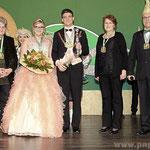 Das Prinzenpaar Melissa I. und Sergej I. mit den Prinzessinnen vergangener Zeiten: Christl Böddecker ( l.), Annette Fürst (2.v.r.), Präsident Kurt Huber.