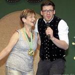Glänzten beim Duett: Comedian Martin Frank mit der stellvertretenden Landrätin Gerlinde Kaupa.