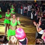 Sorgten für Abwechslung nach Mitternacht: Die Showgirls der Pockinger Prinzengarde wurden von den 500 Gästen in der Stadthalle bejubelt.