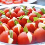 丸ごとトマトのカプレーゼ