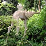 Stelzenelefant im Garten