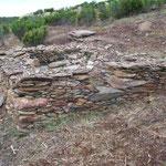 Reste von Behausungen in Bruchsteinbauweise