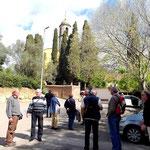 Ankunft auf dem Hof vor Kirche und Kloster