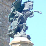 Denkmal des Grafen Arnau in Ort Sant Joan de las Abadesses