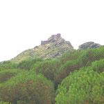 Ansicht der Burg Sant Salvador vom Kloster aus