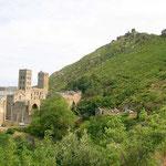 Kloster, darüber Burg
