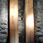Die wasserführenden Holztuben über der Feuerstelle. Sie erzeugen die Luft für das Gebläse