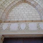 Wappen über dem Portal